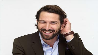 Happy Michiel Huisman Wallpaper Background 59340