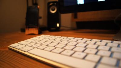 Apple Keyboard On Desk Wallpaper 61775