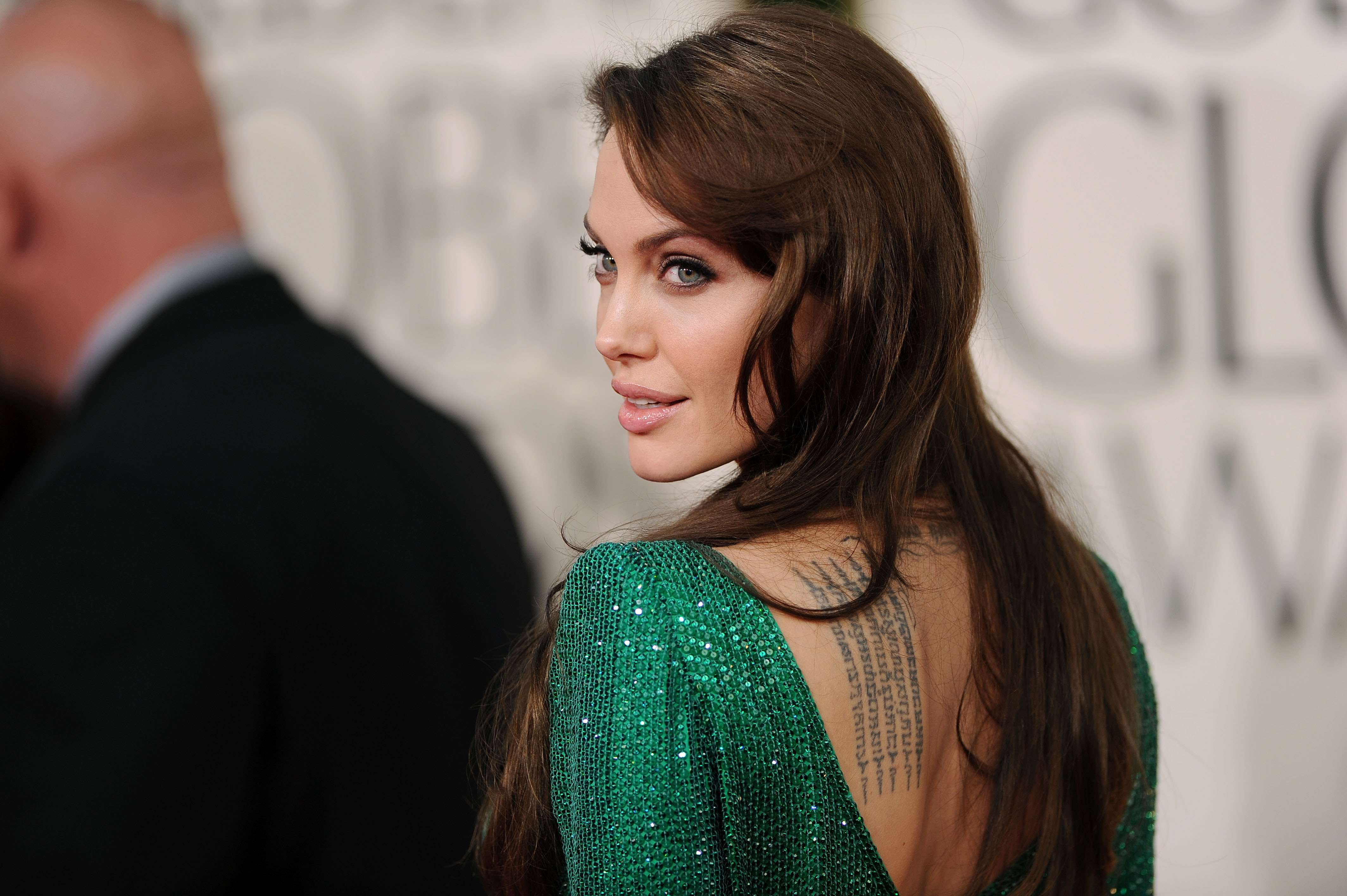 angelina jolie celebrity green dress wallpaper background 64286