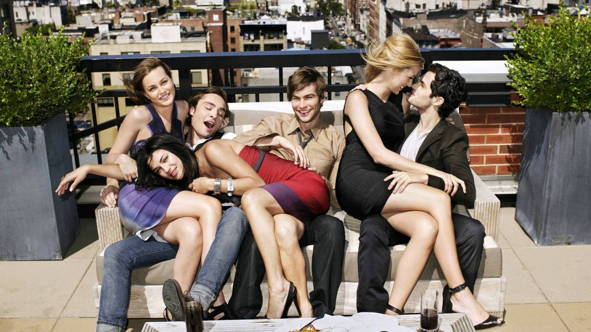 an analysis of the tv show gossip girl Last night, gossip girl went smugly into that glittery night after six seasons   television | by judy berman | december 18, 2012  but who could have  predicted the show would also end on such a misogynistic note (for the.