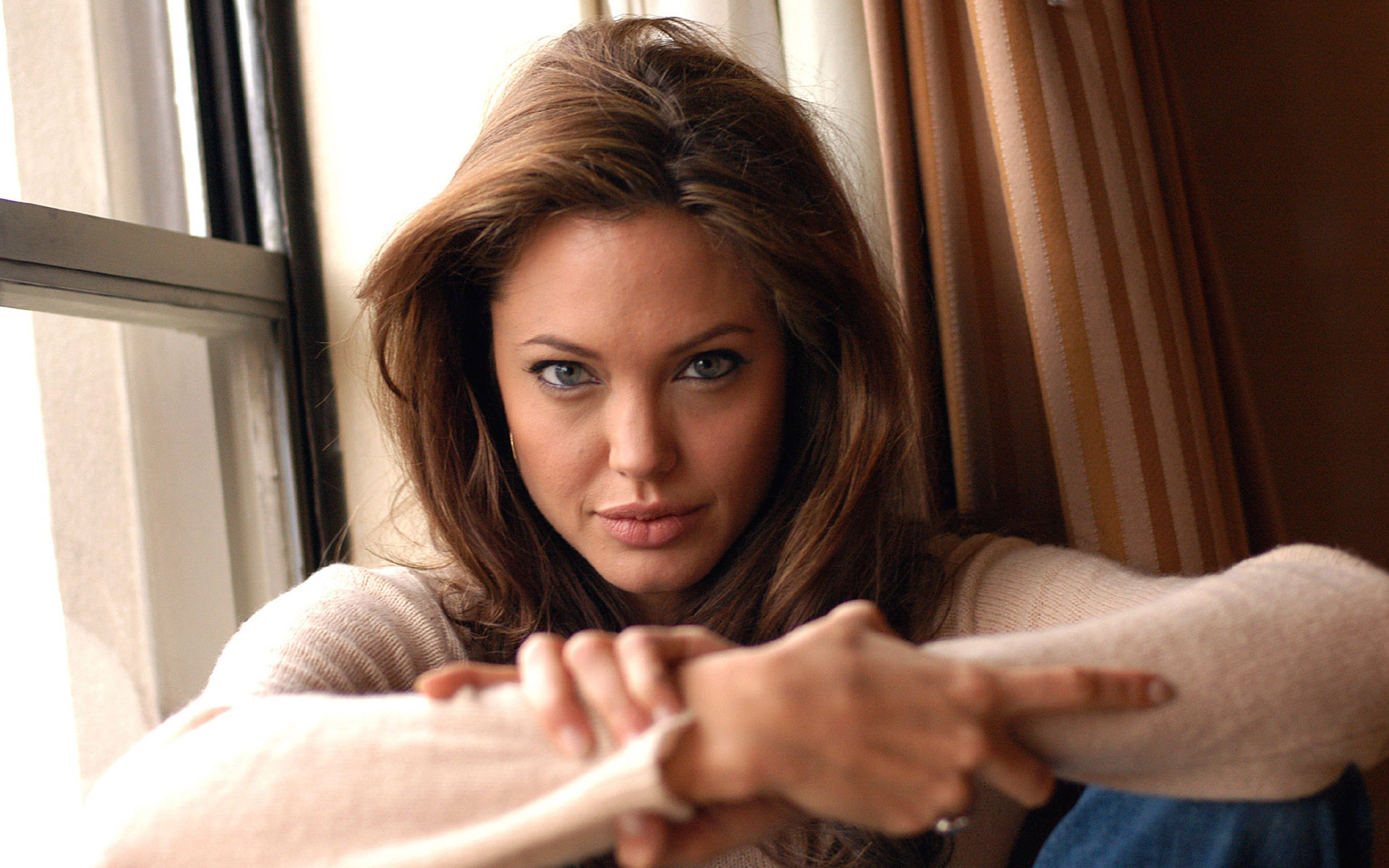 hot angelina jolie desktop wallpaper 64282