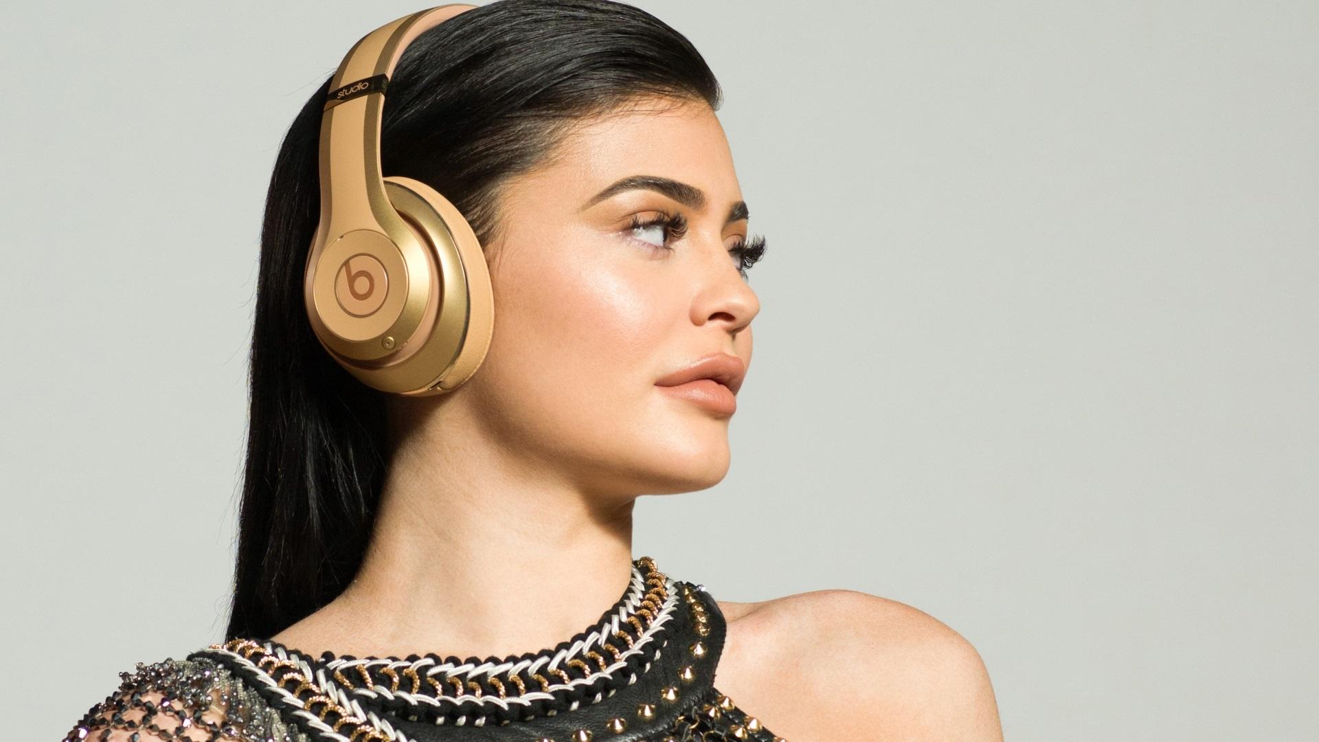 kylie jenner beats headphones wallpaper 63258
