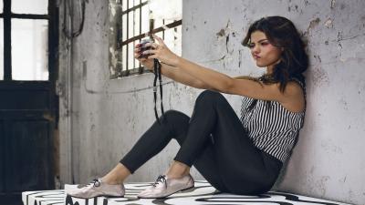 Selena Gomez Selfie Wallpaper 65308