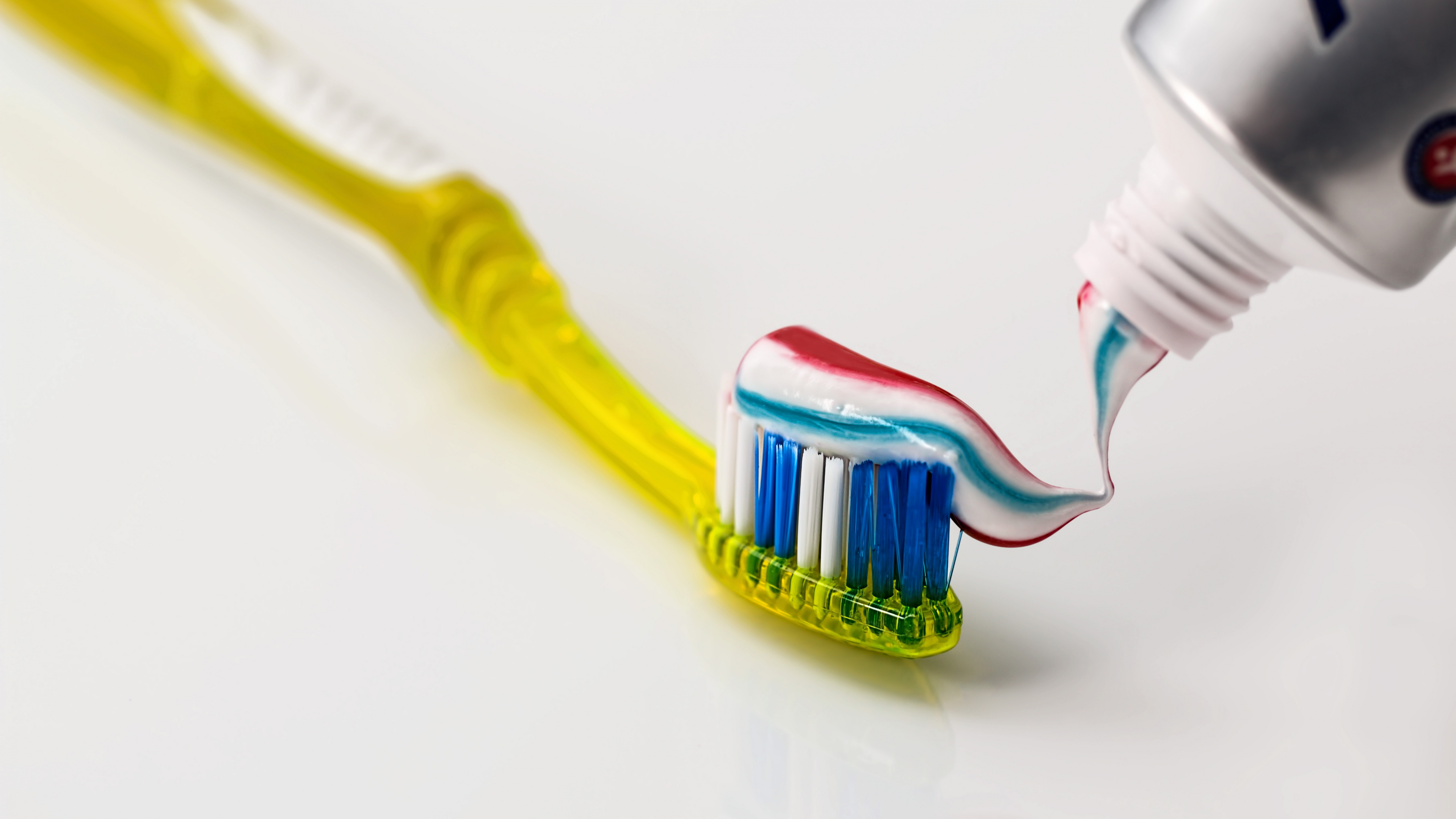 toothbrush and toothpaste widescreen hd wallpaper 62564