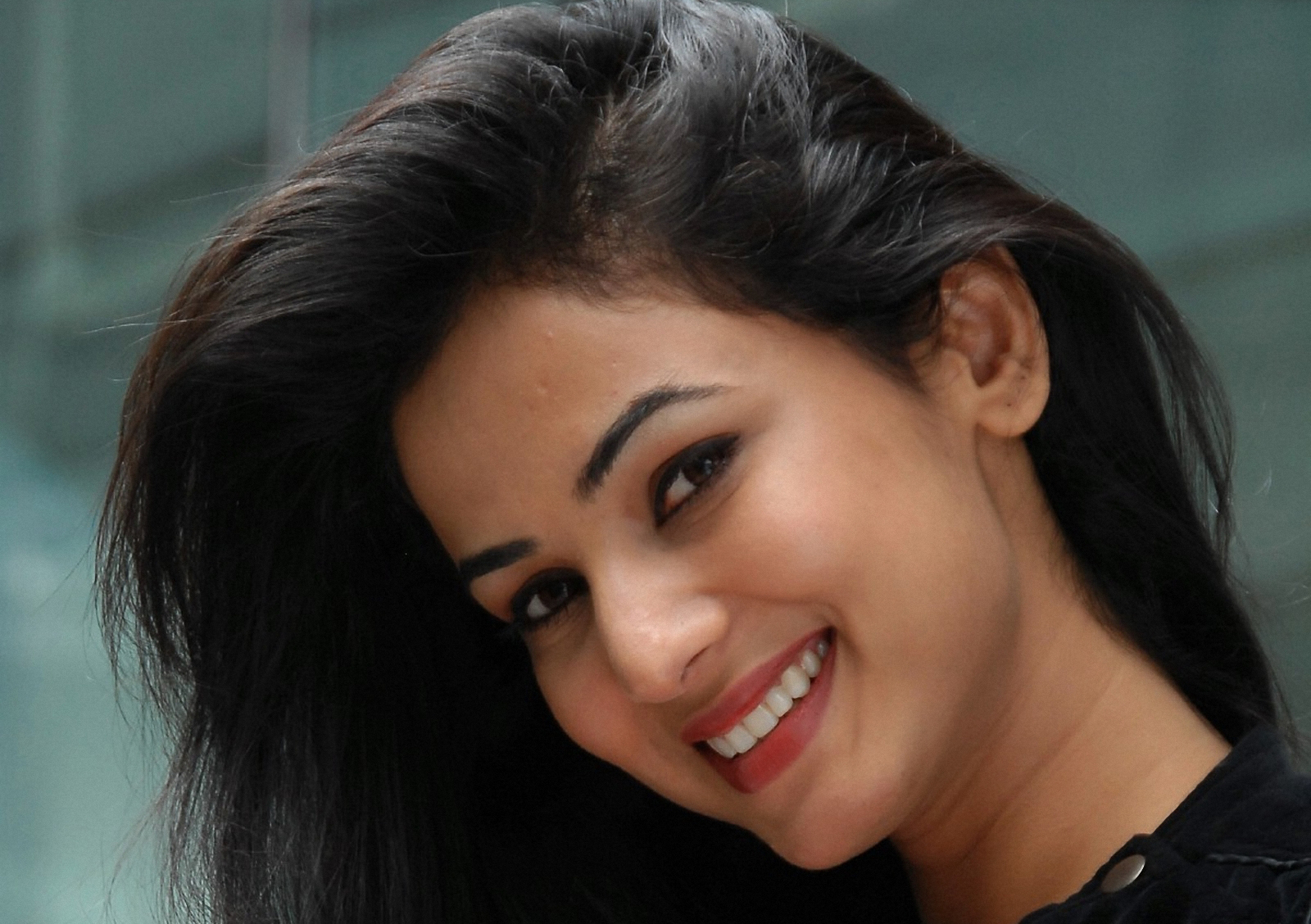download sonal chauhan face computer wallpaper 63541 1600x1128 px