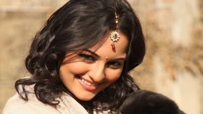 Sonakshi Sinha Smile Wallpaper Photos 63544