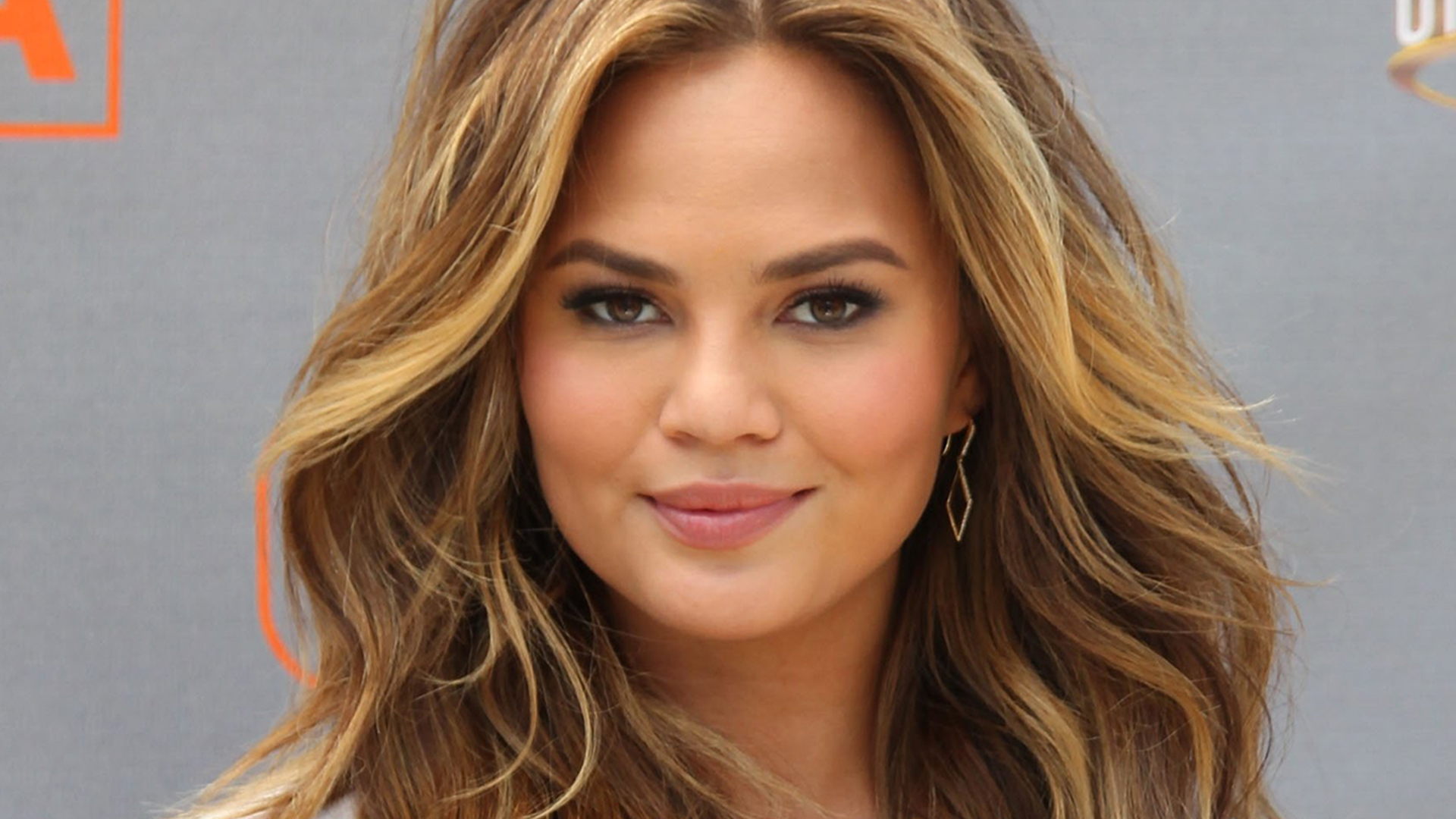chrissy teigen face wallpaper 63450