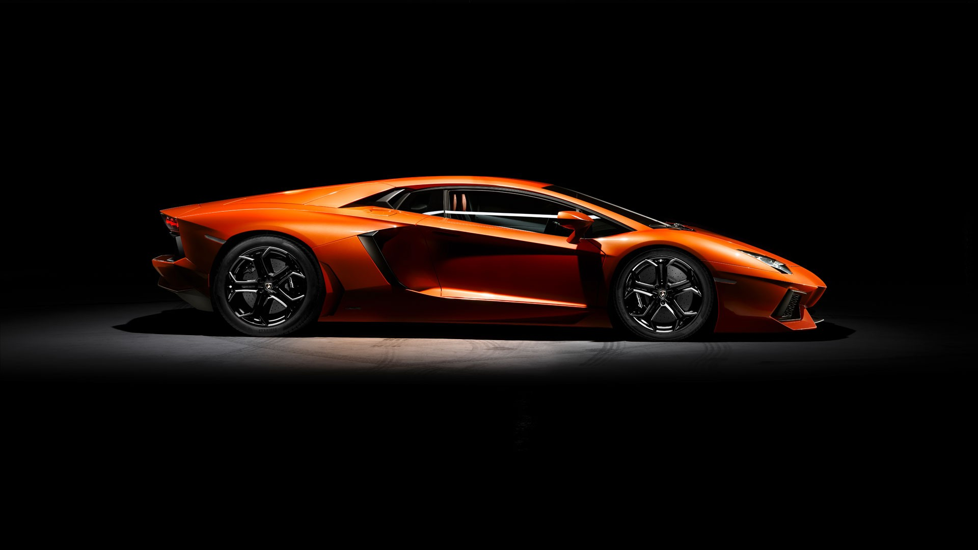 Lamborghini Aventador Side View Wallpaper 66278