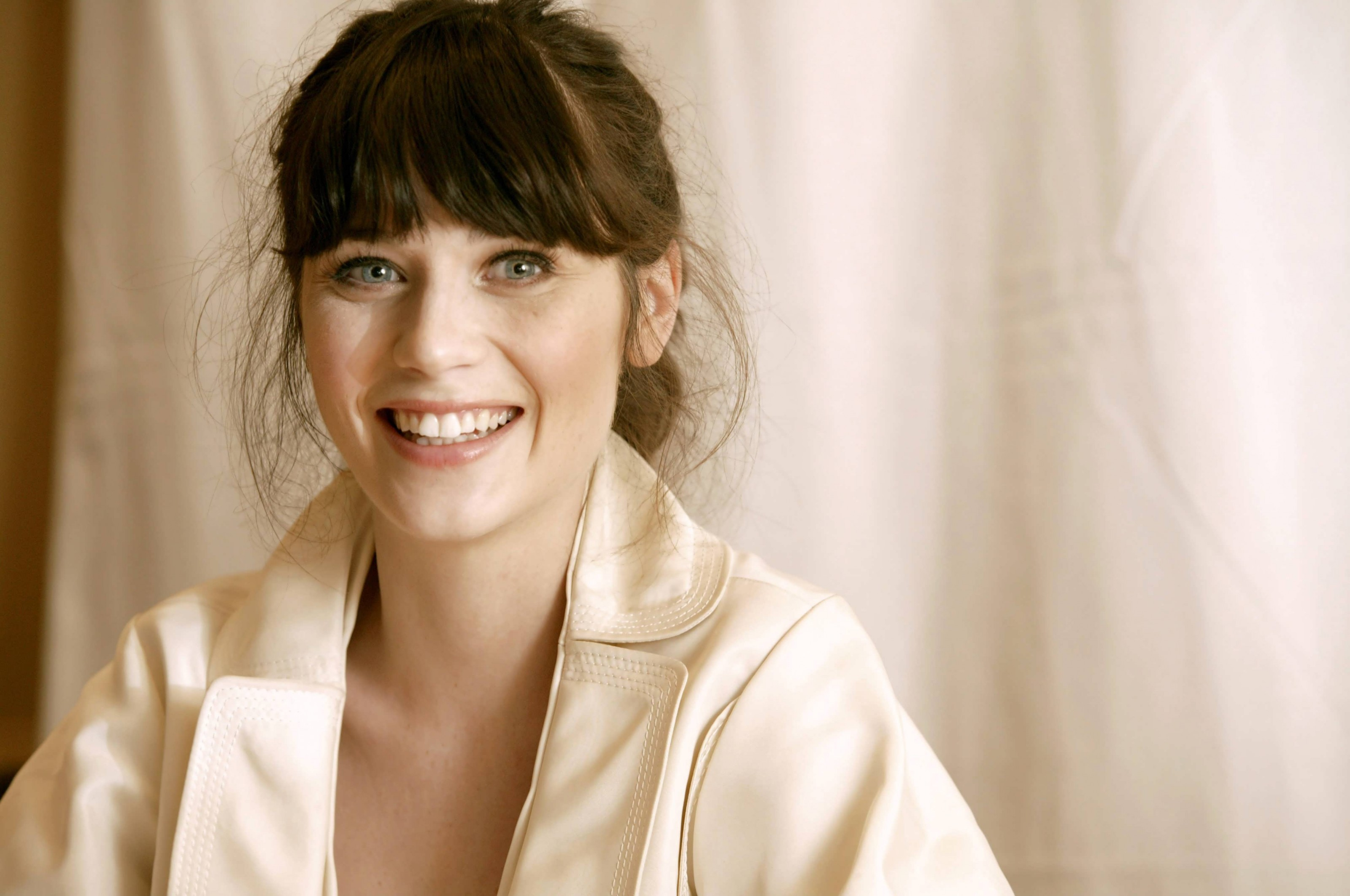 zooey deschanel smile wallpaper background 63508