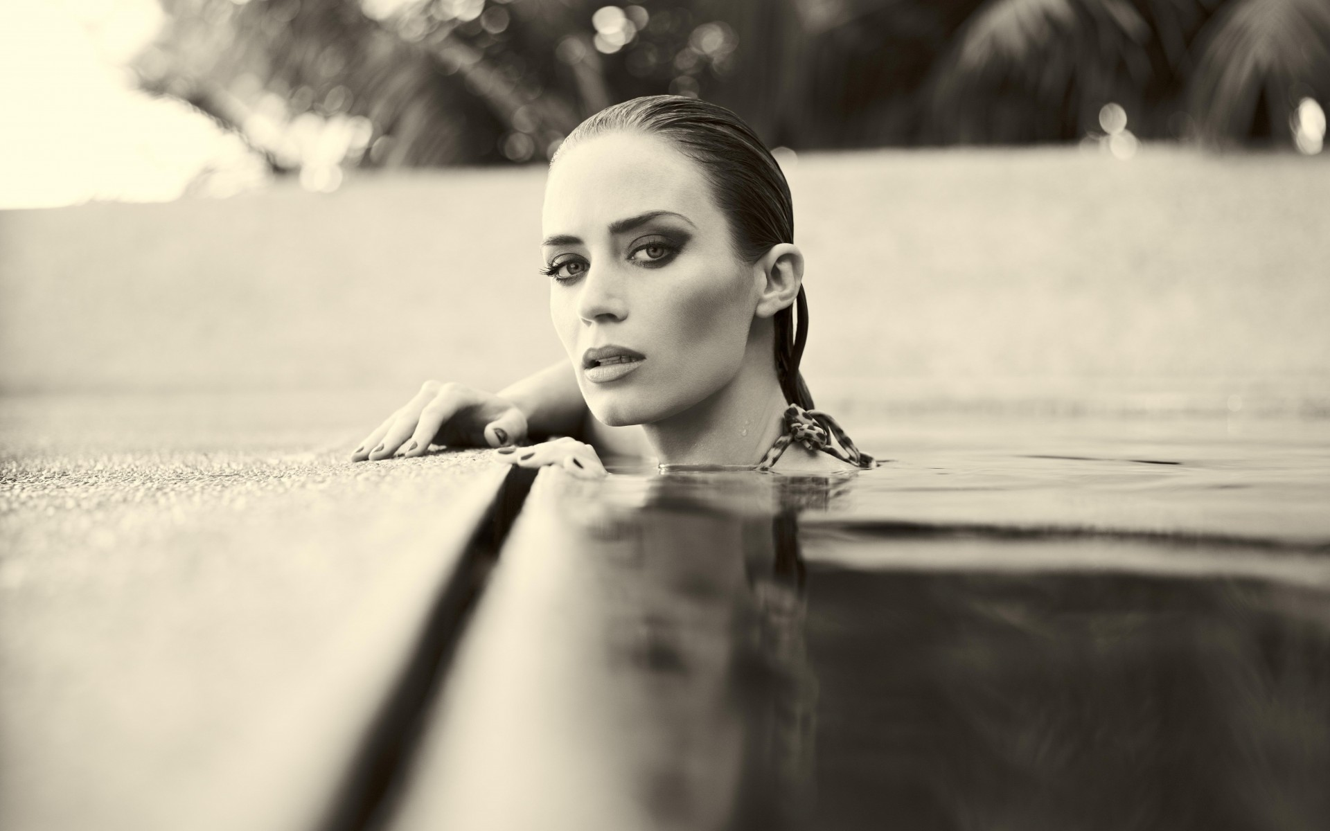 monochrome emily blunt pool wallpaper 63342