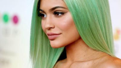 Kylie Jenner Green Hair Wallpaper 65376
