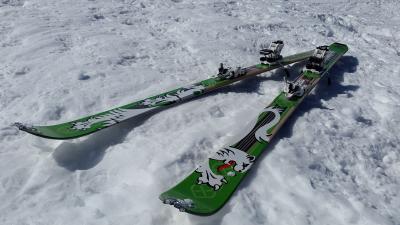 Green Skis Widescreen Wallpaper 62634