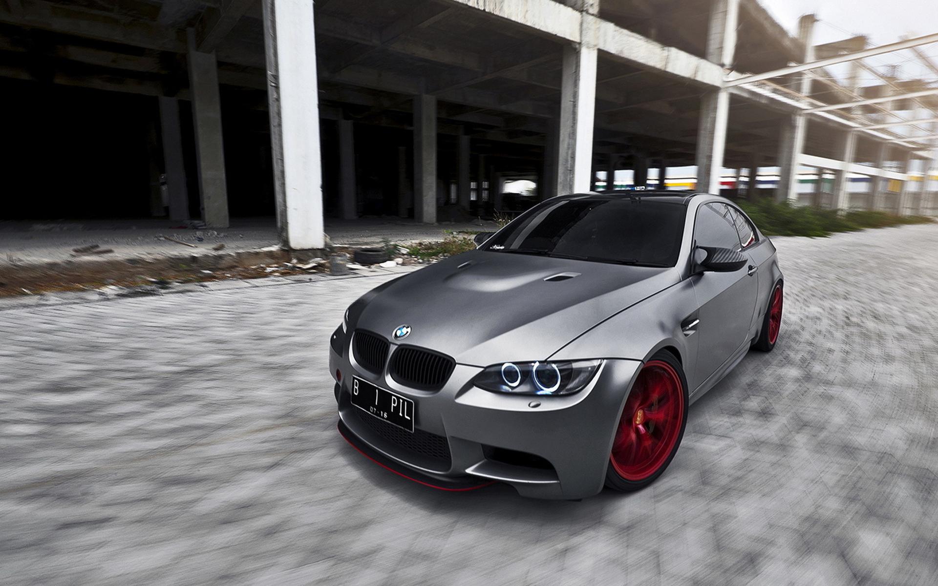 серо-белая BMW  № 477520 без смс
