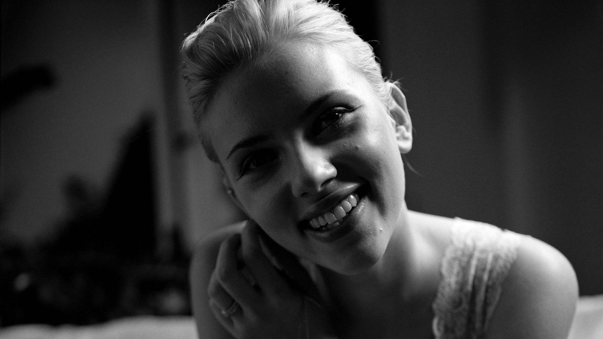 monochrome scarlett johansson smile wallpaper 65776