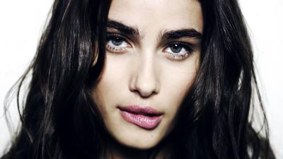 Sexy Taylor Hill Face Wallpaper 66683
