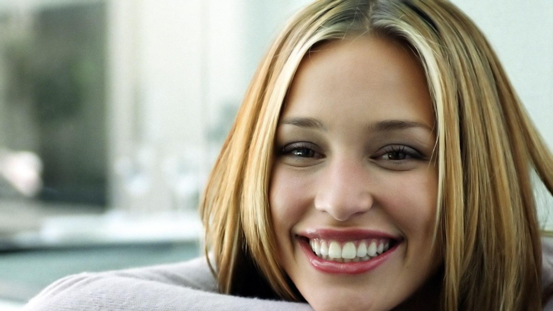 piper perabo smile wallpaper 66996