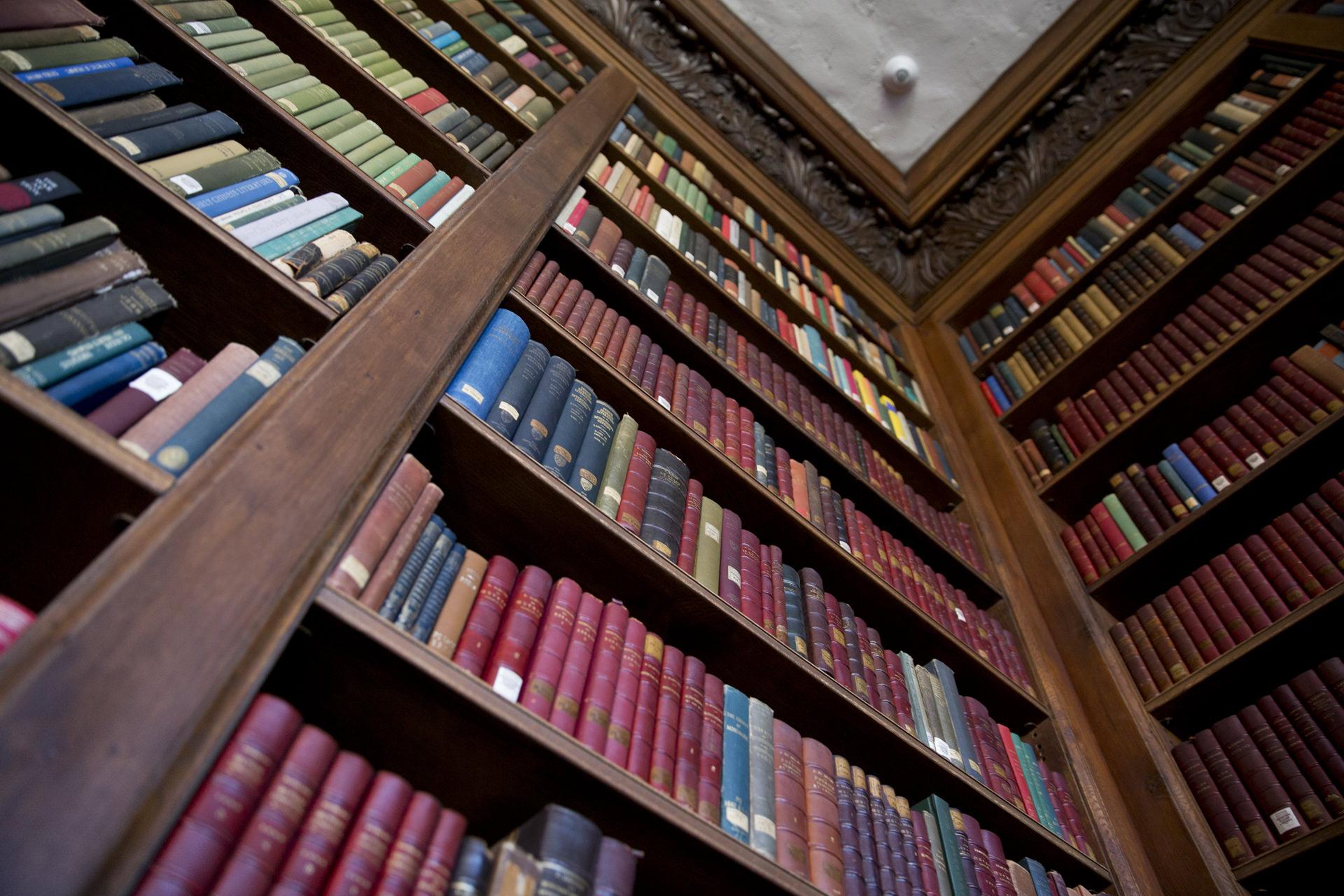 library shelves wallpaper 67821