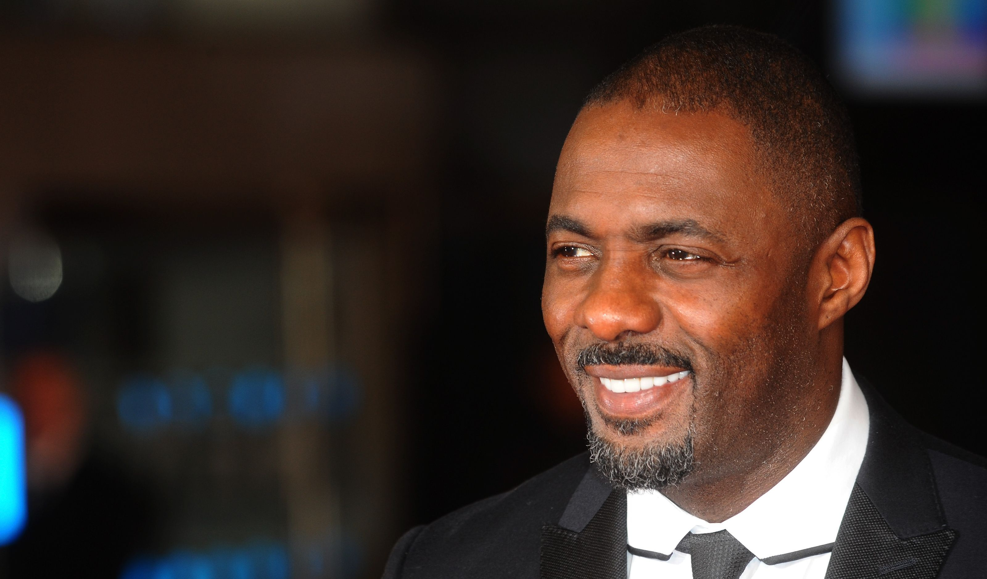 idris elba smile background wallpaper 67014