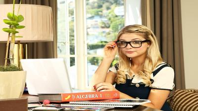 Stefanie Scott Glasses Wallpaper 71633