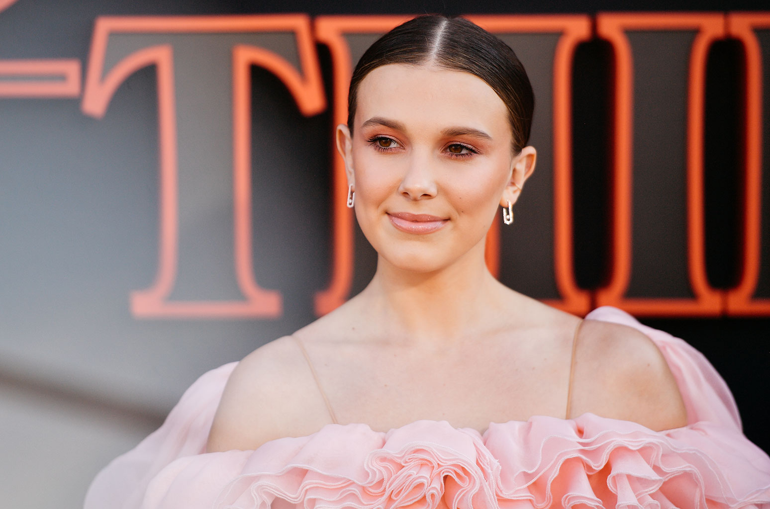 millie bobby brown hd wallpaper 71714