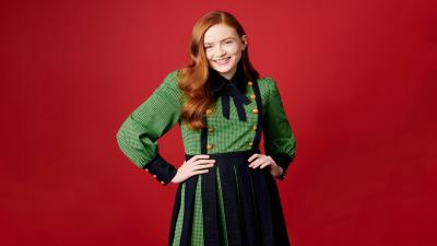 Sadie Sink Smile Background Wallpaper 70395