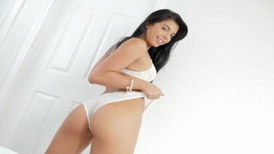 Gina Valentina Wallpaper 73649
