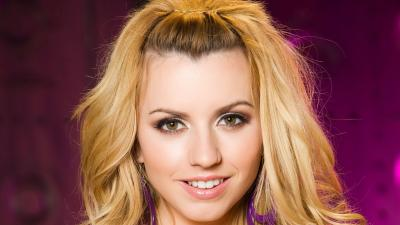 Lexi Belle Smile Wallpaper 72743