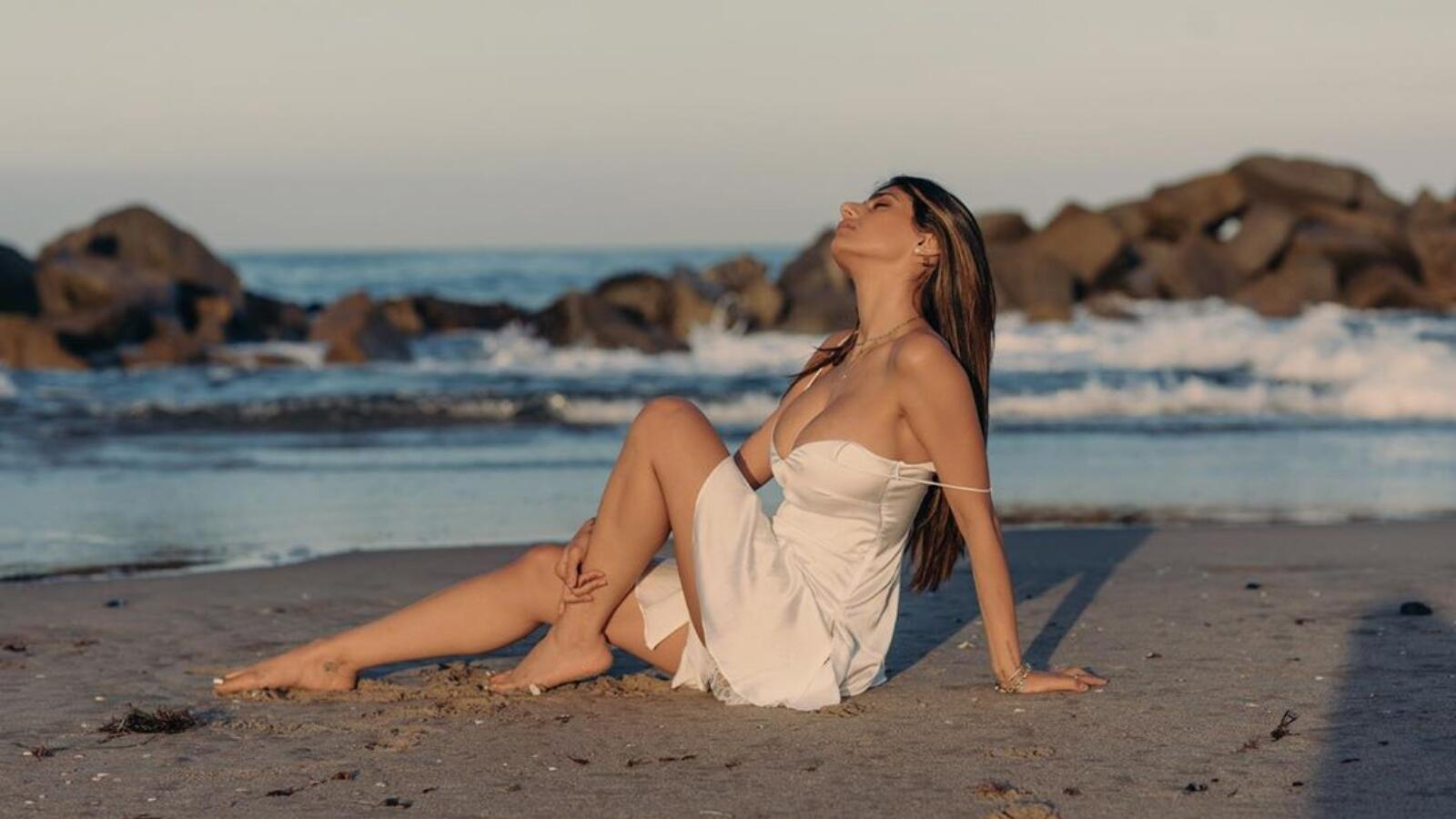 mia khalifa sexy beach 4k wallpaper 62086